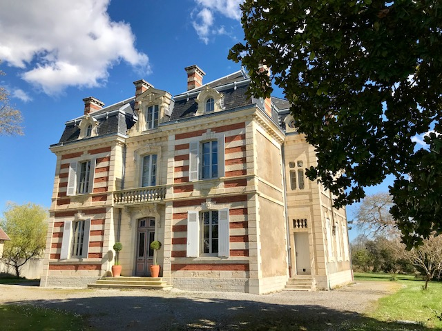 A Beautiful Napolean III 'Maison de Maitre' set in its own grounds of 7000m2 together with a charming period Barn.