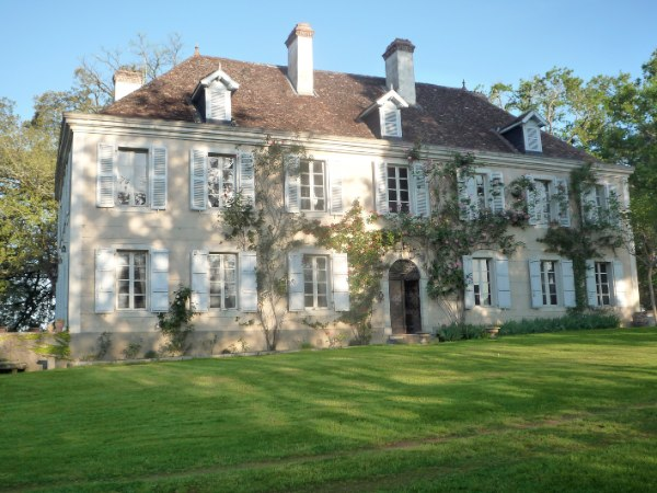 Benefitting from a privileged position with superb far reaching views of the rolling Basque countryside and the Pyrenees mountains, this elegant chateau is a rare find in today�s market. Built in 1709, this historic chateau was once home to the last Marquise of Lons.