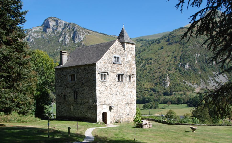 35 mins South of Pau, in the Foothills of the Pyrenees Mountains