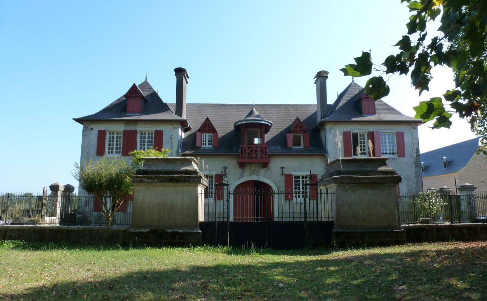French property for sale - FCH355