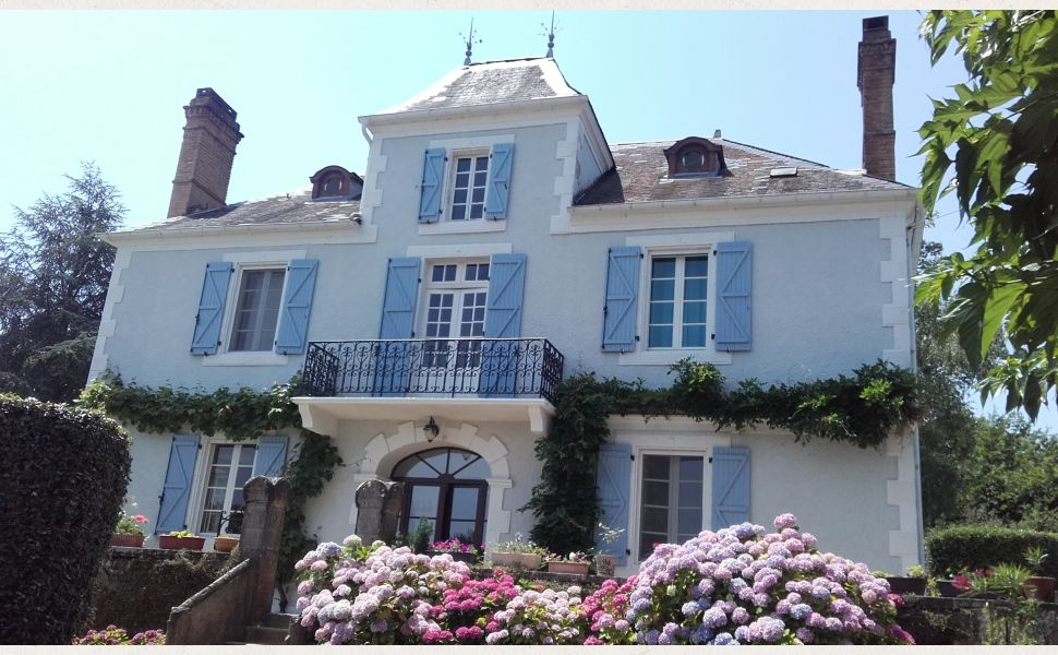 40 mins West of Pau; between the Pyrenees Mountains & the Atlantic Coast