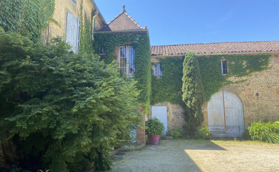 French property for sale - FCH685