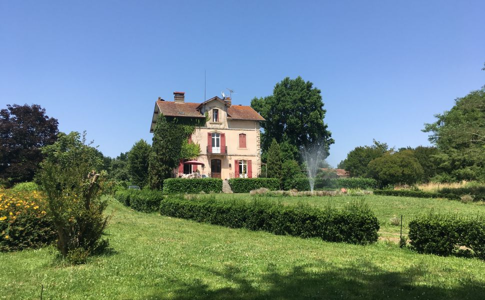 Maison de Maitre, Outbuildings and 4.5ha of grounds