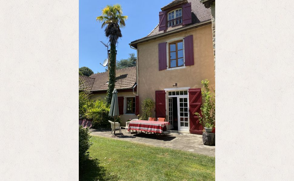 Magnificent 18th Century Maison de Maitre and Coach House with Pool