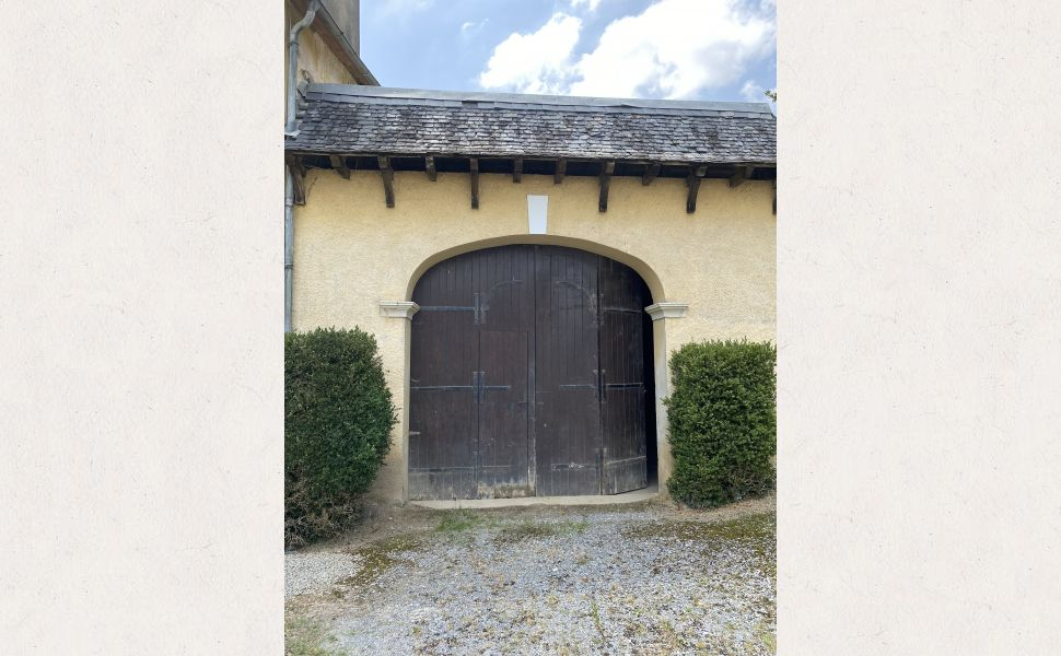 Maison de Maitre With Stables, Outbuildings, Swimming Pool and 5 hectares of Land With Mountain View