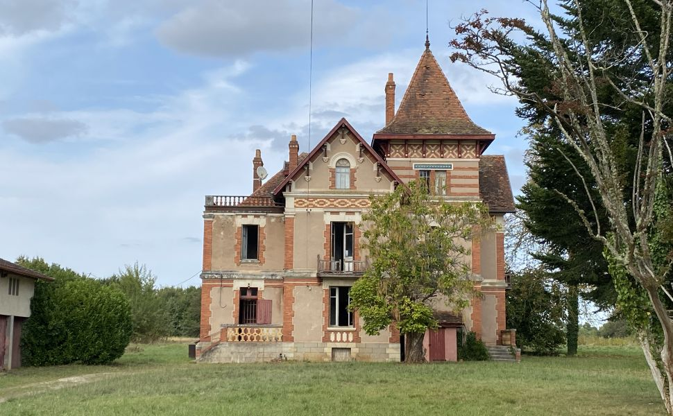Belle Époque Chateau with 2.4HA and Guardian's Cottage