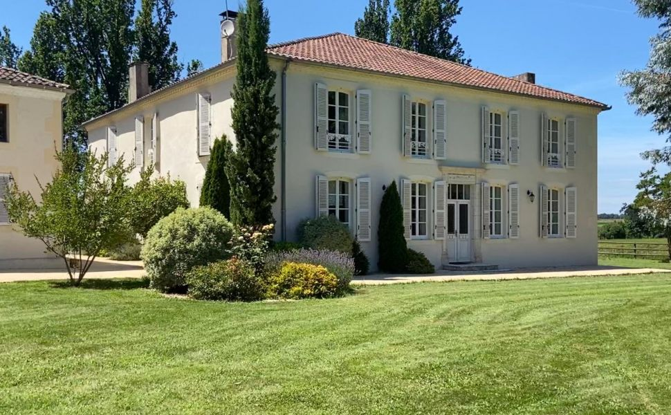 French property for sale - FCH807