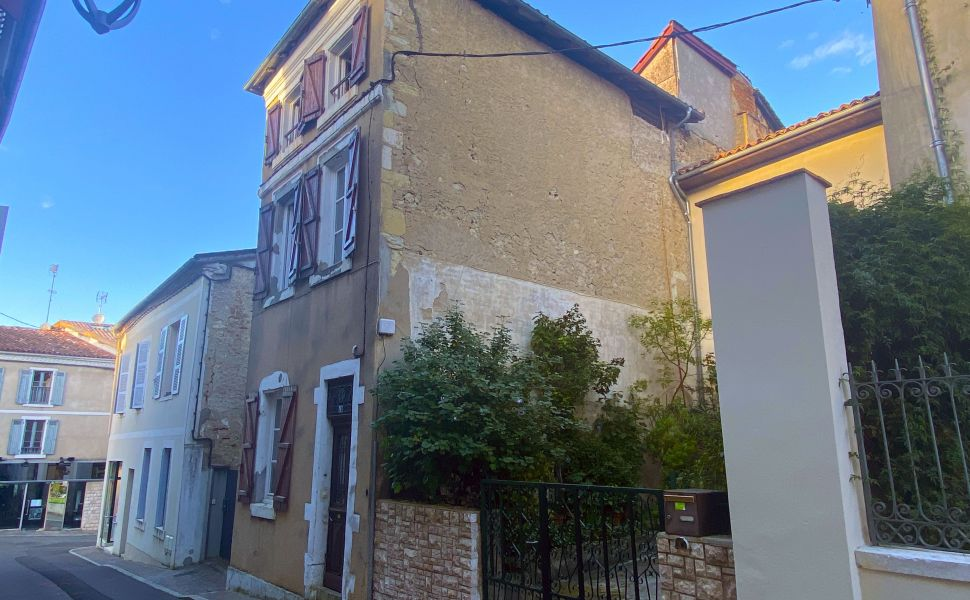 French property for sale - FCH811