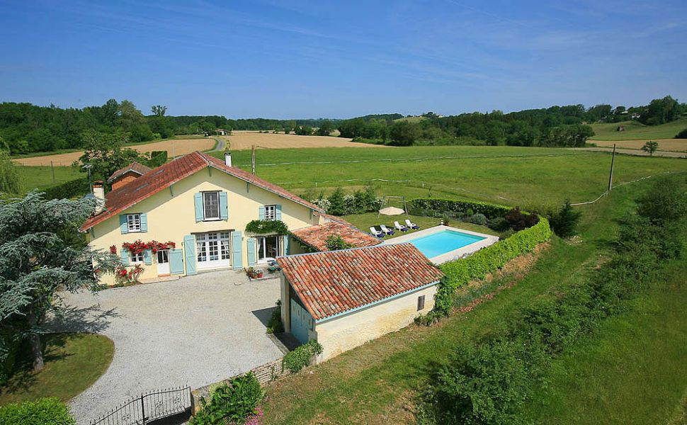 40 mins north-west of Pau; 1hr inland from Biarritz