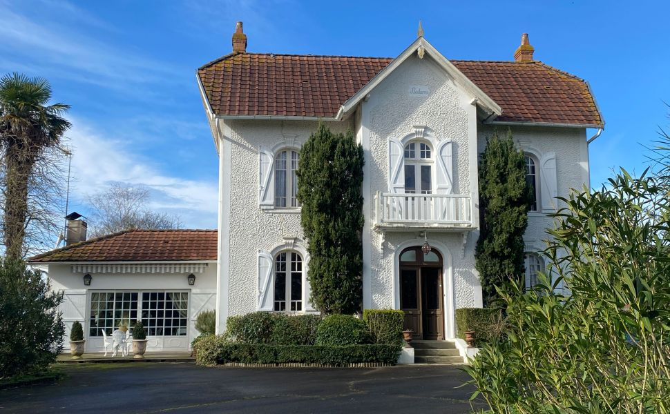 French property for sale - FCH826