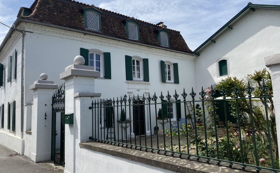 French property for sale - FCH847
