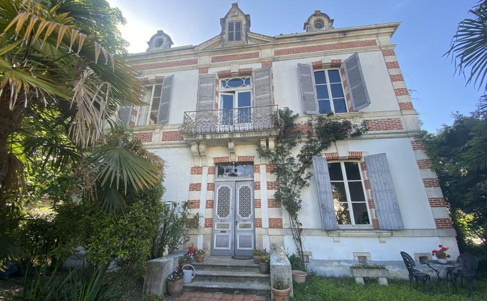 French property for sale - FCH851