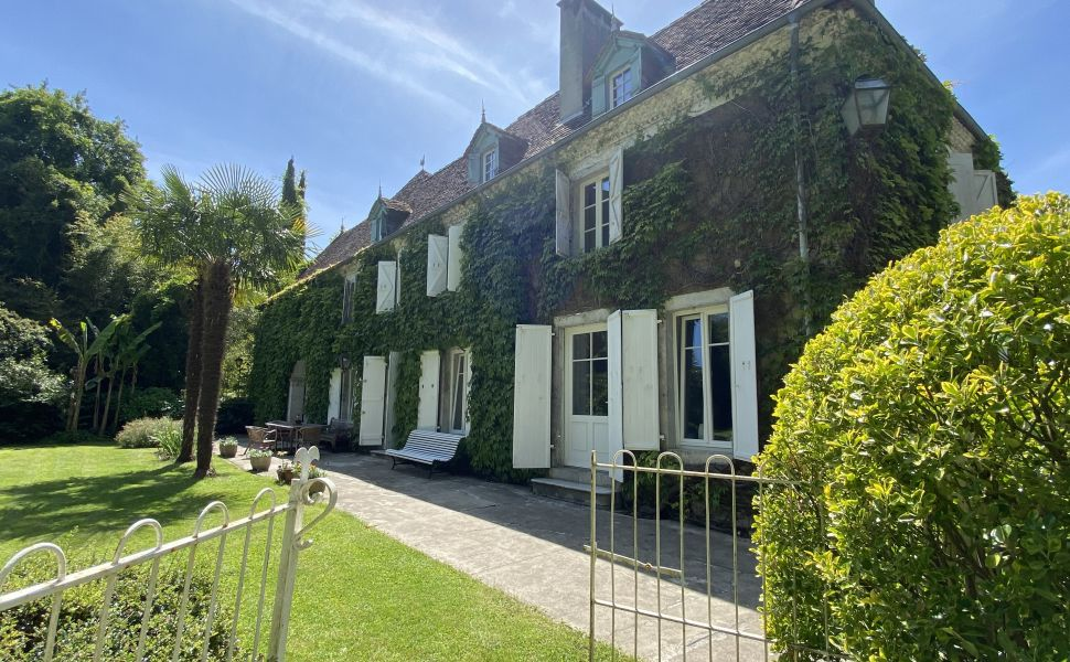 French property for sale - FCH869