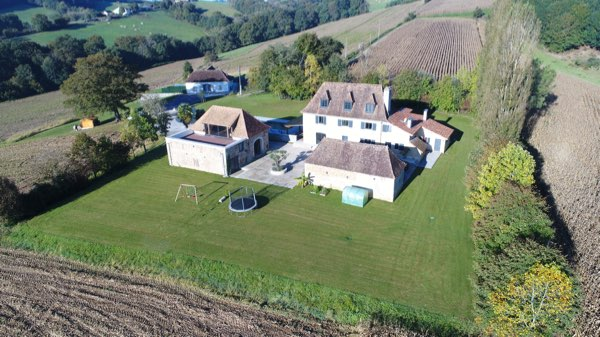 A magnificent Bearnaise Maison de Maitre with immaculately presented stone outbuildings and breathtaking views across rolling countryside toward the Pyrenean Mountain range. The property is ideally situated just a short distance from three beautiful tourist towns in this popular region.