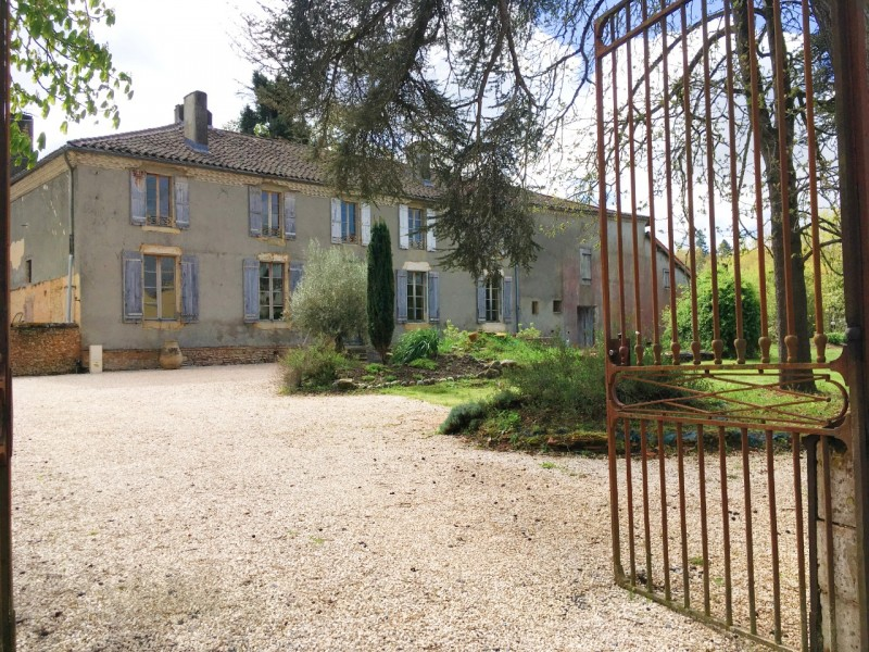 Sensitively restored period details combined with ample space for modern living create a wonderful sense of calm and well being in this authentic french Convent, dating to 1620. Lovingly renovated, each detail has been painstakingly brought back to life, offering a substantial 427m² of living space