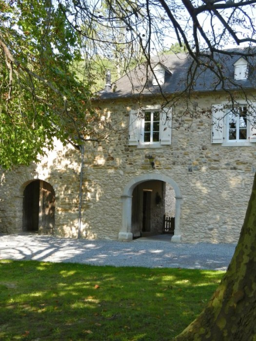 Stone Farmhouse With Inner Courtyard In The Juran 231 On Wine