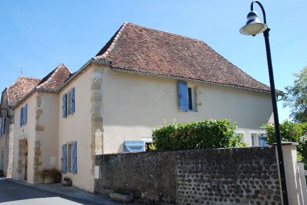 This enormously appealing 18C B�arnaise house would serve ideally as an easy �lock up & leave� holiday home.  It is situated in the heart of its charming Medieval village (just 30 mins north-west of Pau), where there are a couple of restaurants within walking distance.