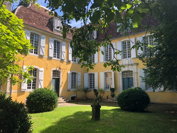 French Character Homes is delighted to be marketing this perfect example of an authentically restored 17C Fench Manoir.  The present owner is a Parisian antiques dealer and has passionately restored this property using skilled artisans and traditional materials.