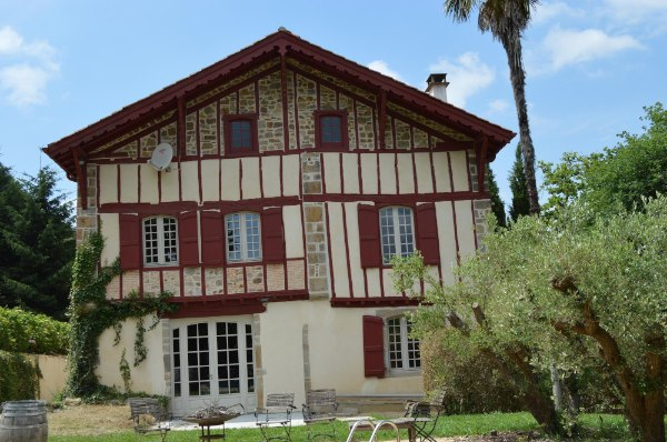 Situated only 35 minutes from the Atlantic coast, this 18th Century Manor House has been renovated to a high standard, preserving many of its original features. Located in a quiet village, and completely private, this immaculately presented Maison de Ma�tre, offers a swimming pool, two reception are