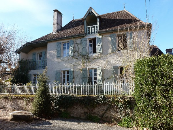 A beautifully spacious Béarnaise village house with double garage set in pretty landscaped gardens, close to the fortified town of Navarrenx. This attractive property, built in 1809 and renovated in the 1980's provides 7 bedrooms, 3 bathrooms and scope to develop further living accommodation, if req