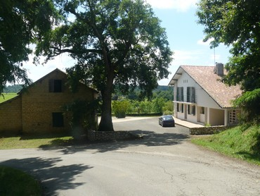 Landaise-Basque Farmhouse with Restaurant Licence, 4ha and Mountain Views
