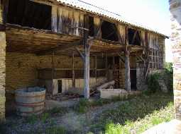 Renovation Project : Béarnaise Farm with Out-Buildings and 22 Hectares