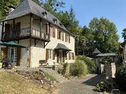 A Charming 18C Farmhouse with Barn & Former Gîte, in 7 HA of Meadow and Woodland