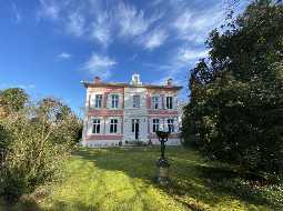Seaside Maison de Maitre with 5 independent gites, pool & 1HA of parkland