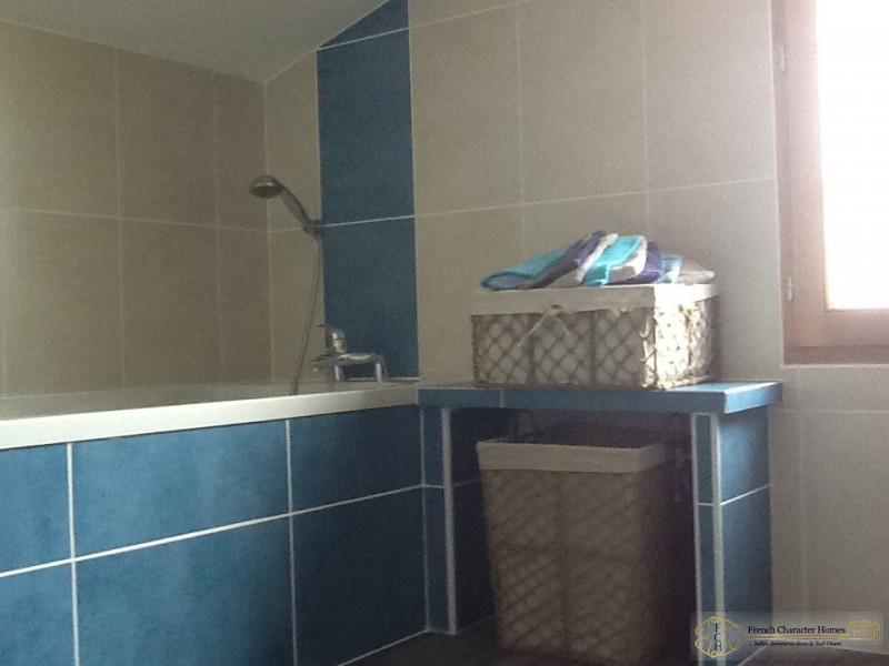 Bathroom (Upstairs)