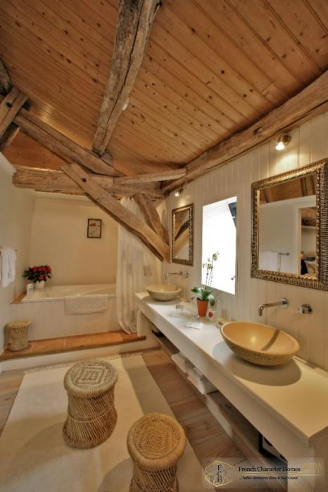 En-Suite Bathroom to Bedroom 6