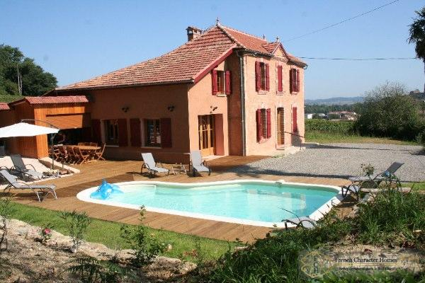 The House with its Swimming Pool