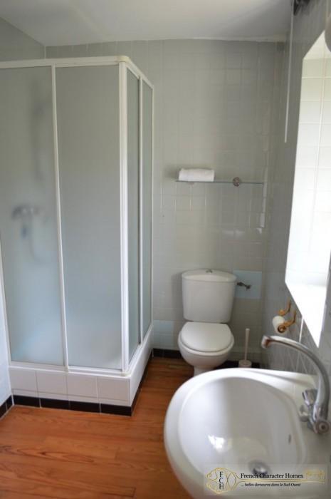 The Miller's House : En-suite to Bedroom 2