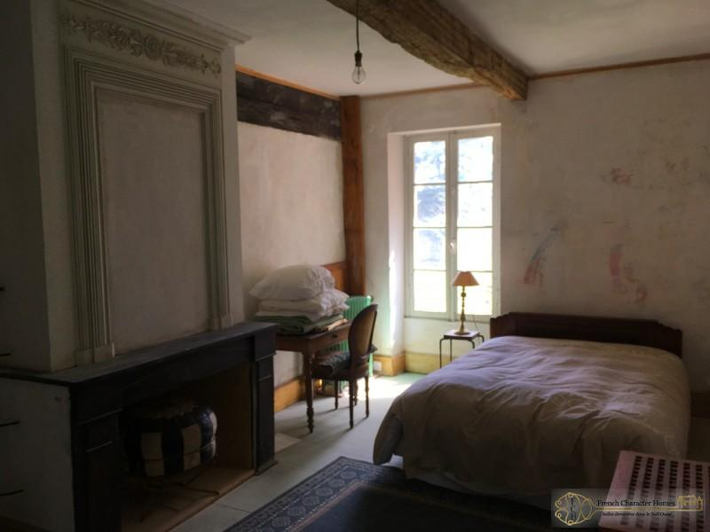 An example of a room left to renovate