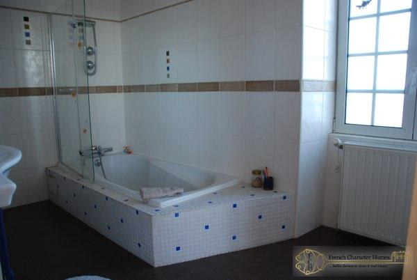 En-suite Bathroom (Bed 1)
