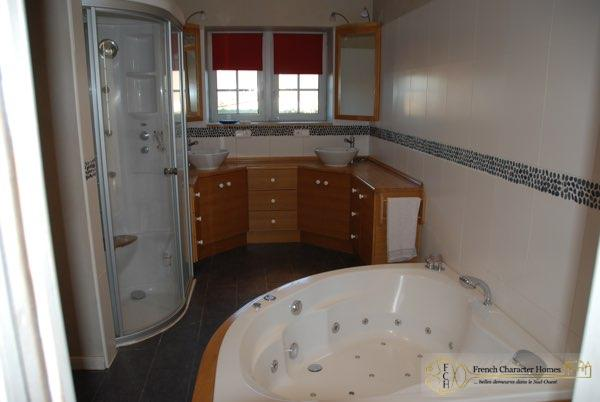 En-Suite Bathroom (Bed 2)