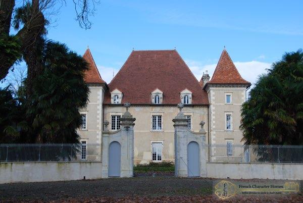 Immediate Gated Courtyard