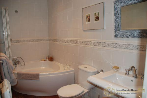 En-Suite Bathroom to Bedroom 1