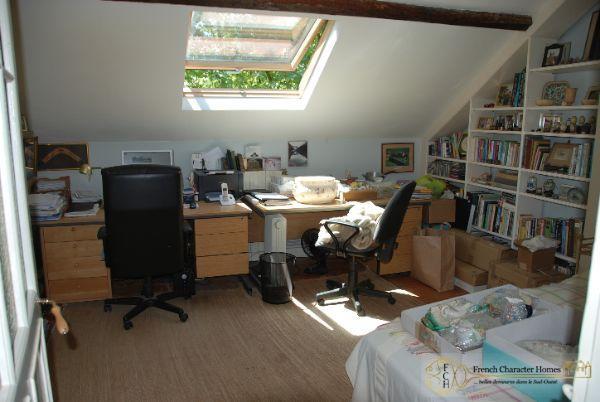 Bureau / Bedroom 3