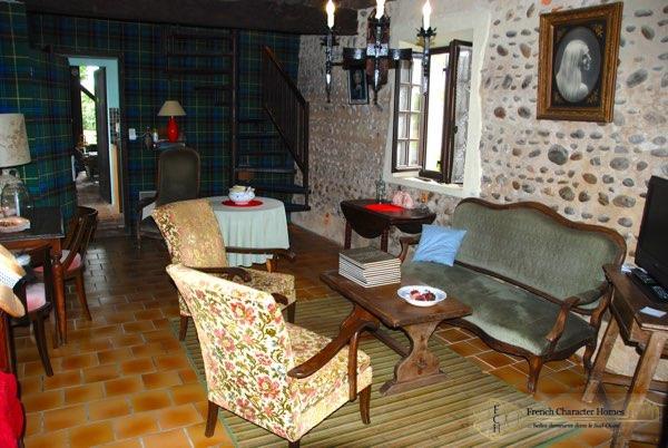 Former Farmhouse : Winter Salon