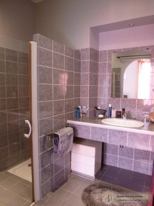 Main House : En-Suite to Bedroom 2