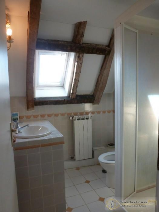 En-suite to Bedroom 3