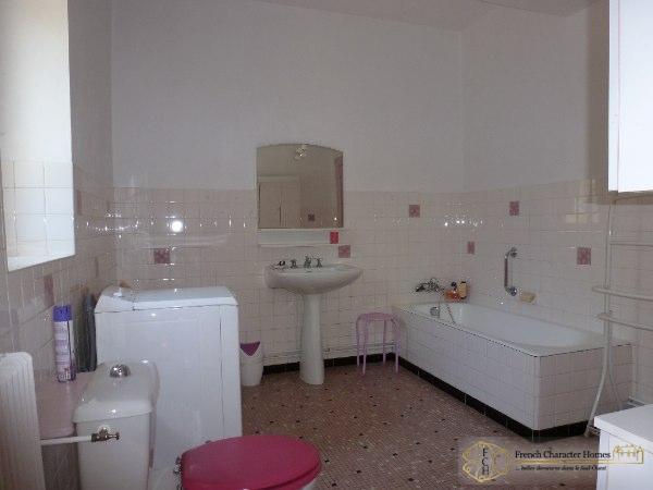 Ground Floor : Bathroom