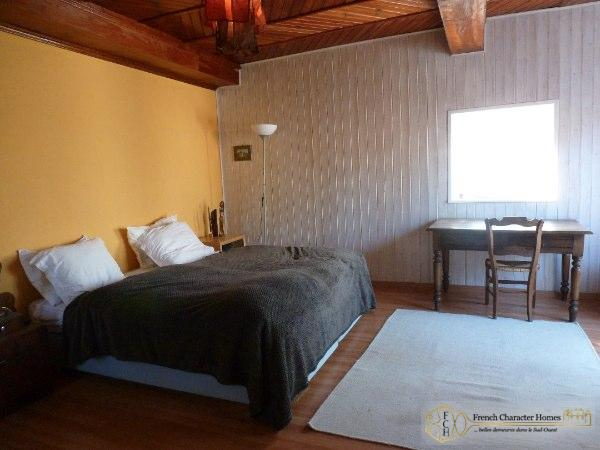 MAIN HOUSE : Bedroom 1