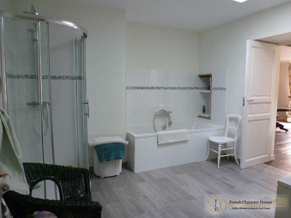 Maste En-Suite Bathroom