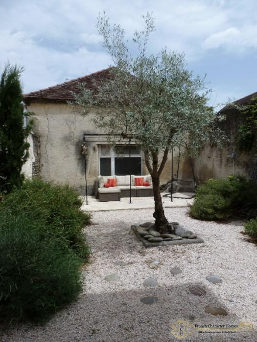 Fully Renovated 3 Bedroom Town House With Pretty Courtyard