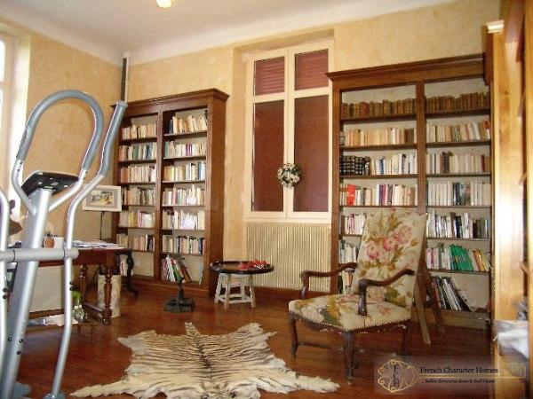 Manor House : Library