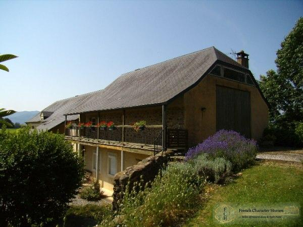 Showing the 2 Cottages in the Converted Barn