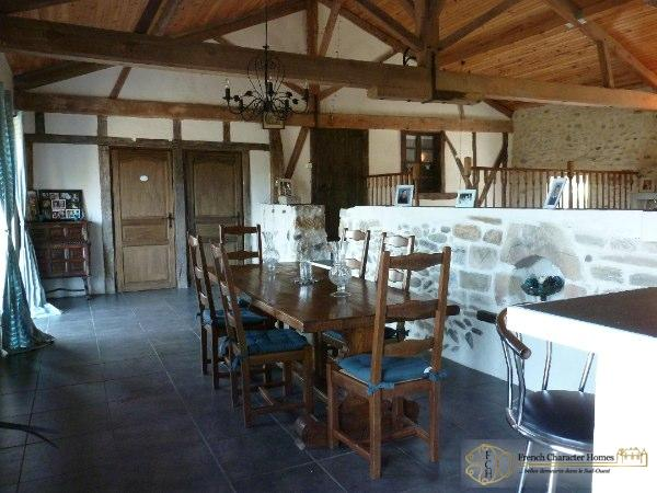 CONVERTED BARN : Dining Room