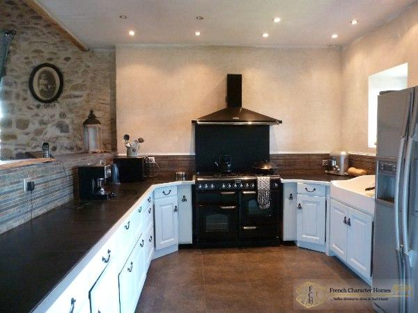 CONVERTED BARN : Kitchen