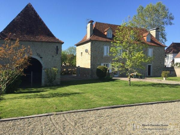 Béarnaise Style House